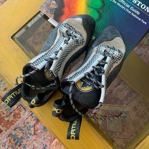 La sportiva laced murias unisex climbing shoe